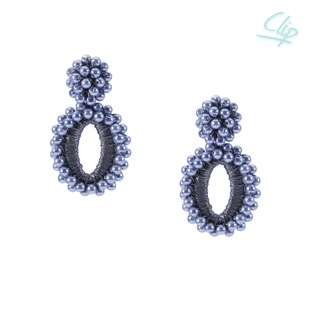 INAstyle I Blauer Ohrclip PENELOPE mit synthetischen Perlen und glänzendem Garn!