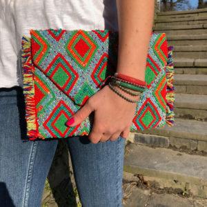 INAstyle I Bunte Clutch ALOHA in Rot, Grün, Orange und Hellblau mit farbenfrohen Fransen!