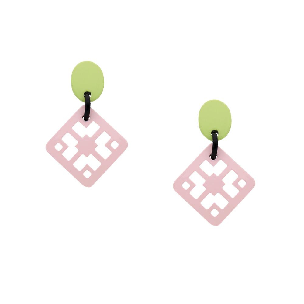 INAstyle I Steckerohrring Chula in Rosa und Hellgrün aus rundum lackiertem Büffelhorn!