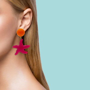 INAstyle I Ohrclip Asteria in Pink und Orange am Ohr