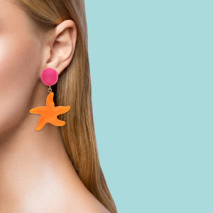 INAstyle I Ohrclip Asteria in Orange und Pink am Ohr